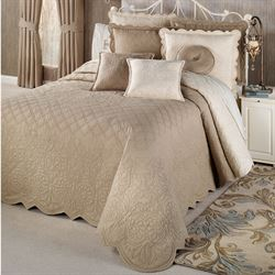 Evermore Almond Grande BedspreadAlmond