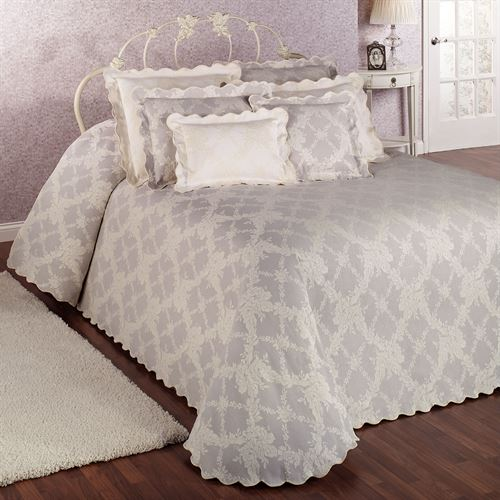 Lattice Floral Grande Bedspread