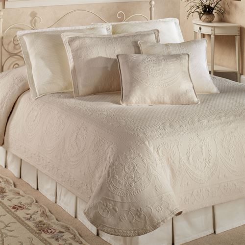Exceptional King Charles Matelasse Coverlet