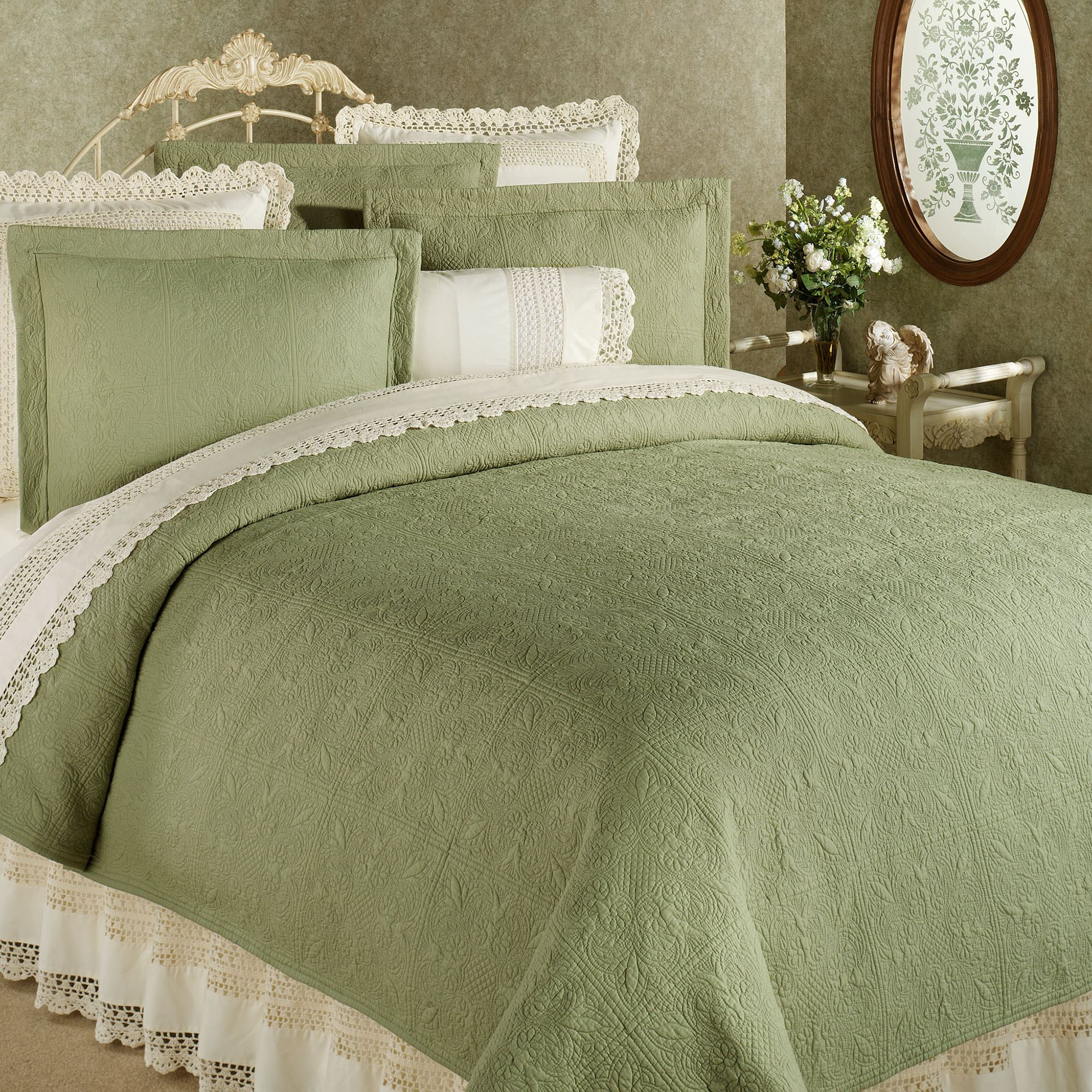 Solid Color Quilts and Matelasse Coverlet Bedding | Touch of Class : solid quilt - Adamdwight.com