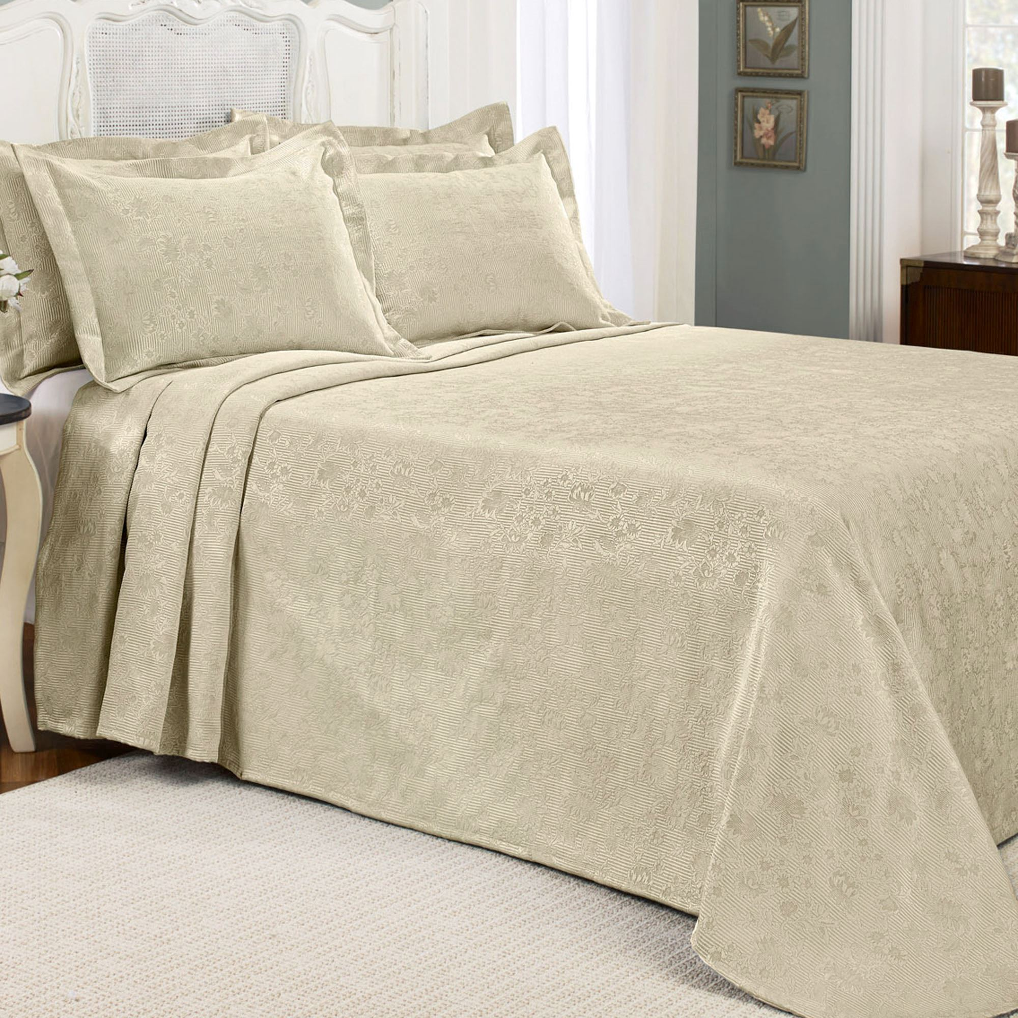 Claire Floral Matelasse Bedspread Bedding