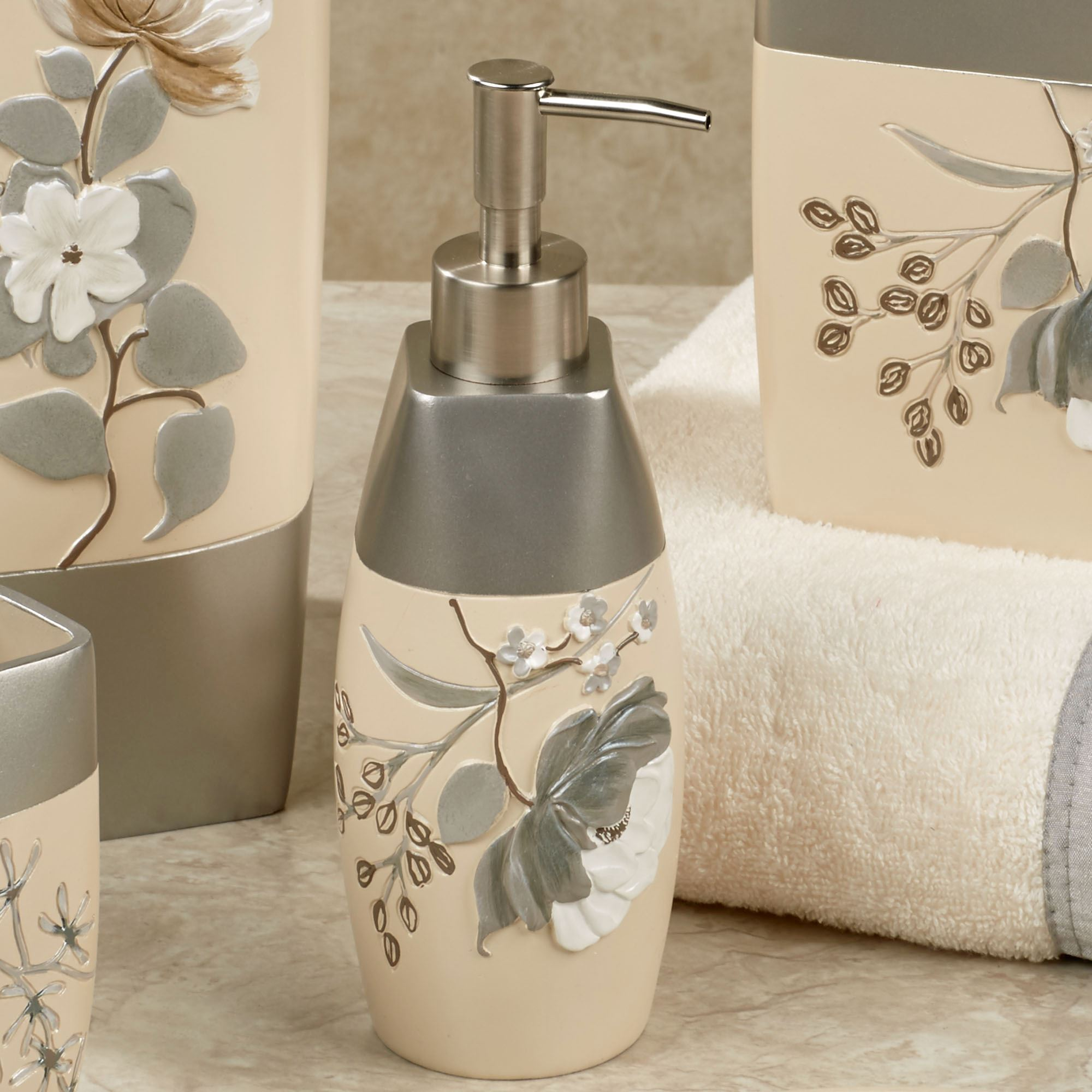 Country Christmas Bathroom Sets: Ashley Floral Bath Accessories