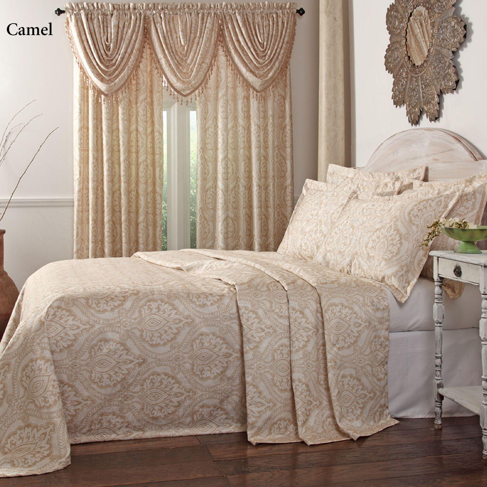 Santorini Lightweight Damask Bedspread Bedding