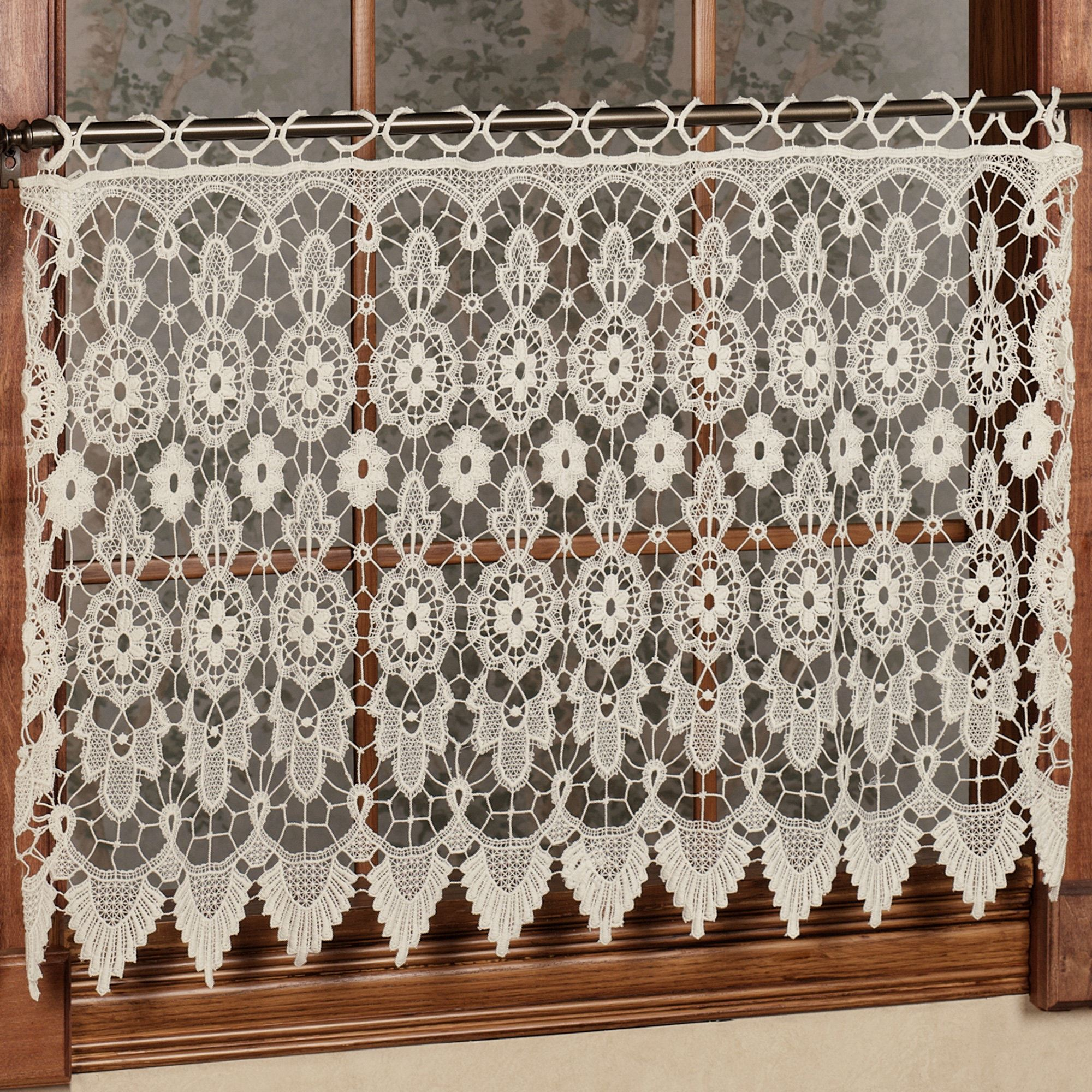 Medallion Macrame Lace Tier