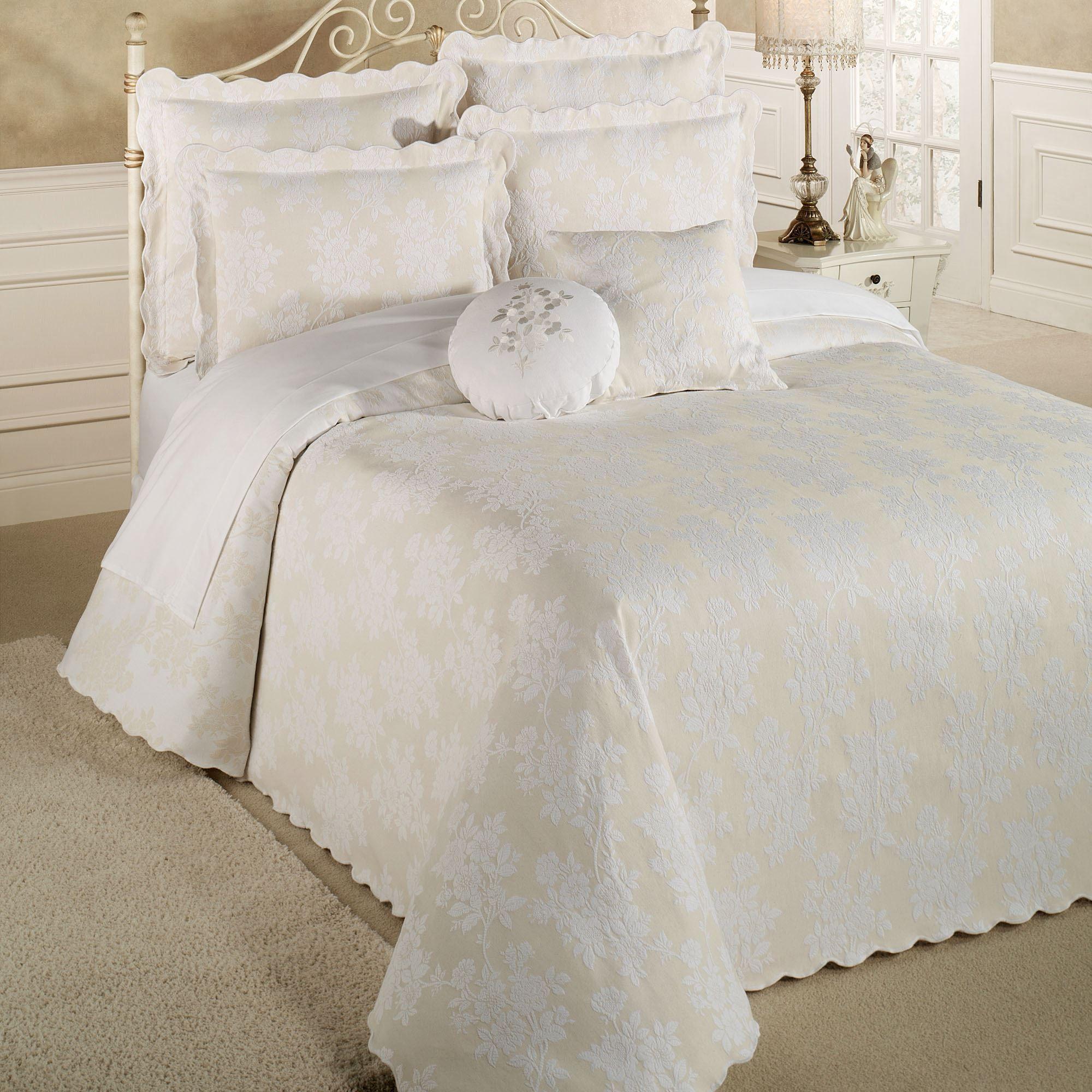 Floral Medley Woven Matelasse Oversized Bedspread Bedding