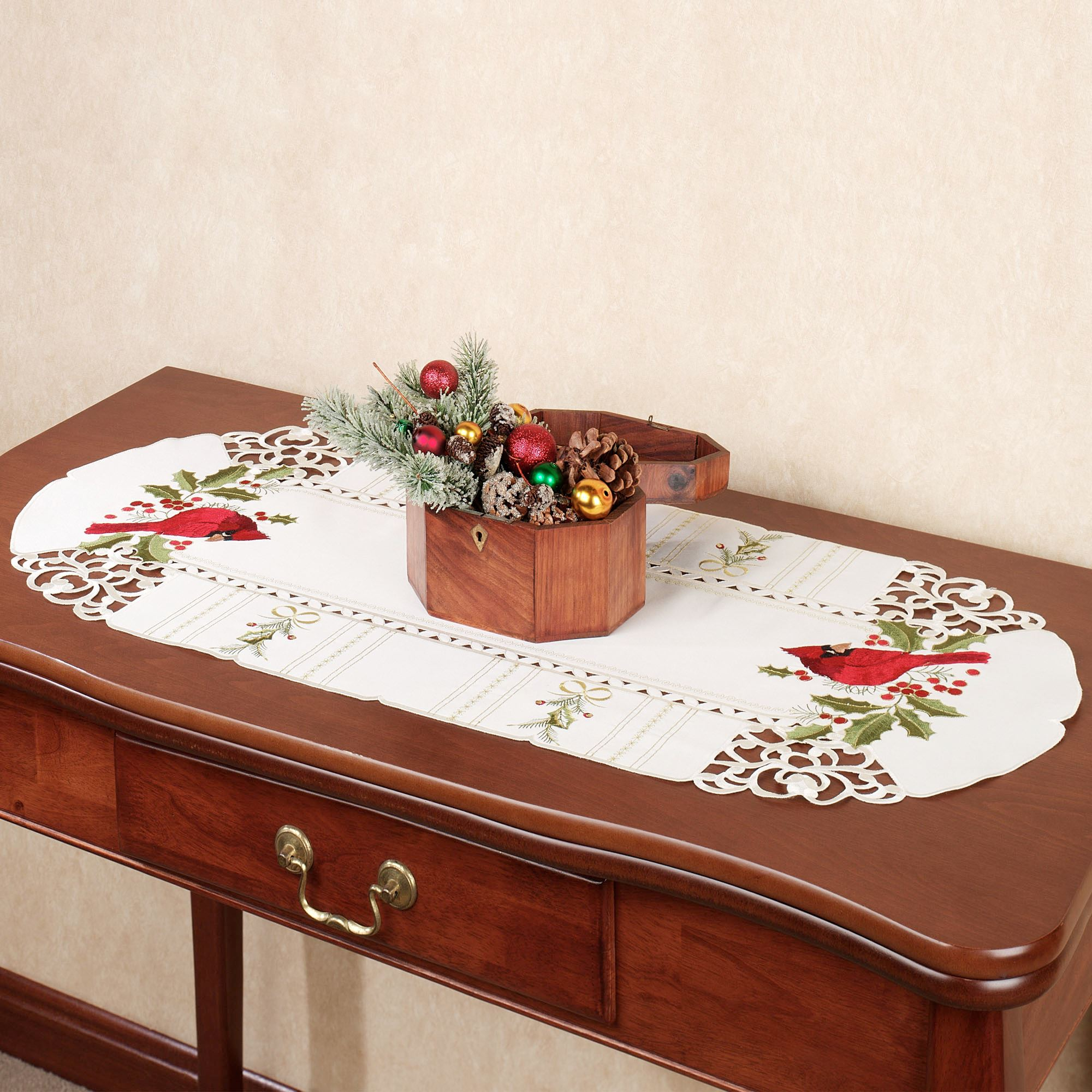 Superb Cardinal And Holly Table Runner Ivory 16 X 36