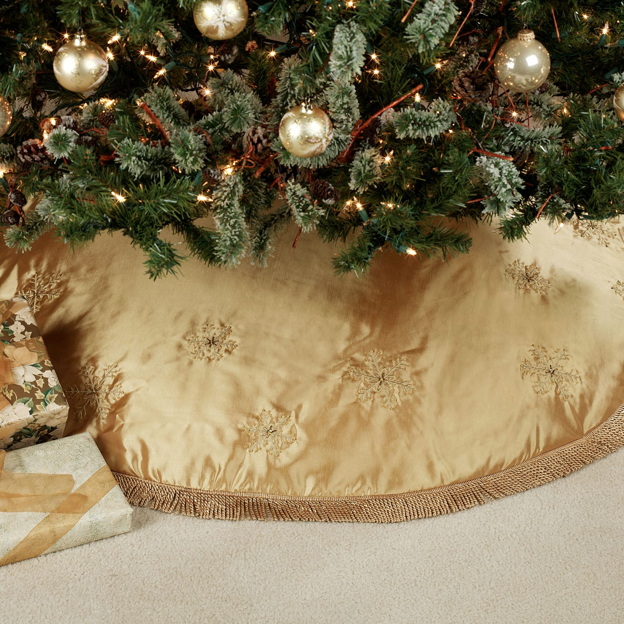 Elegant Snowflake Tree Skirt 56