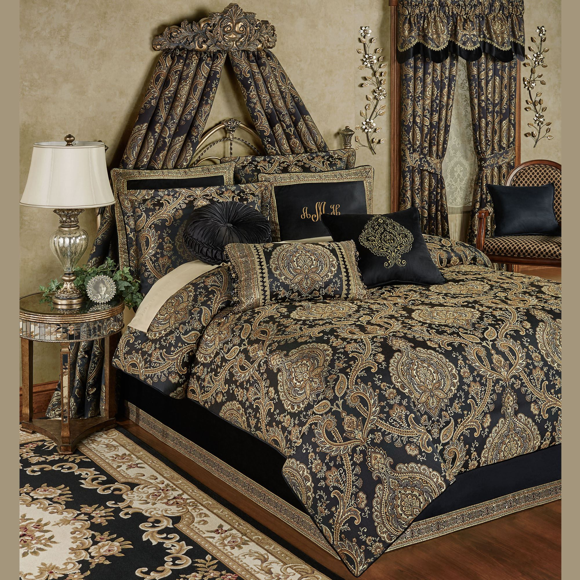 Bellevue Black Medallion Comforter Bedding