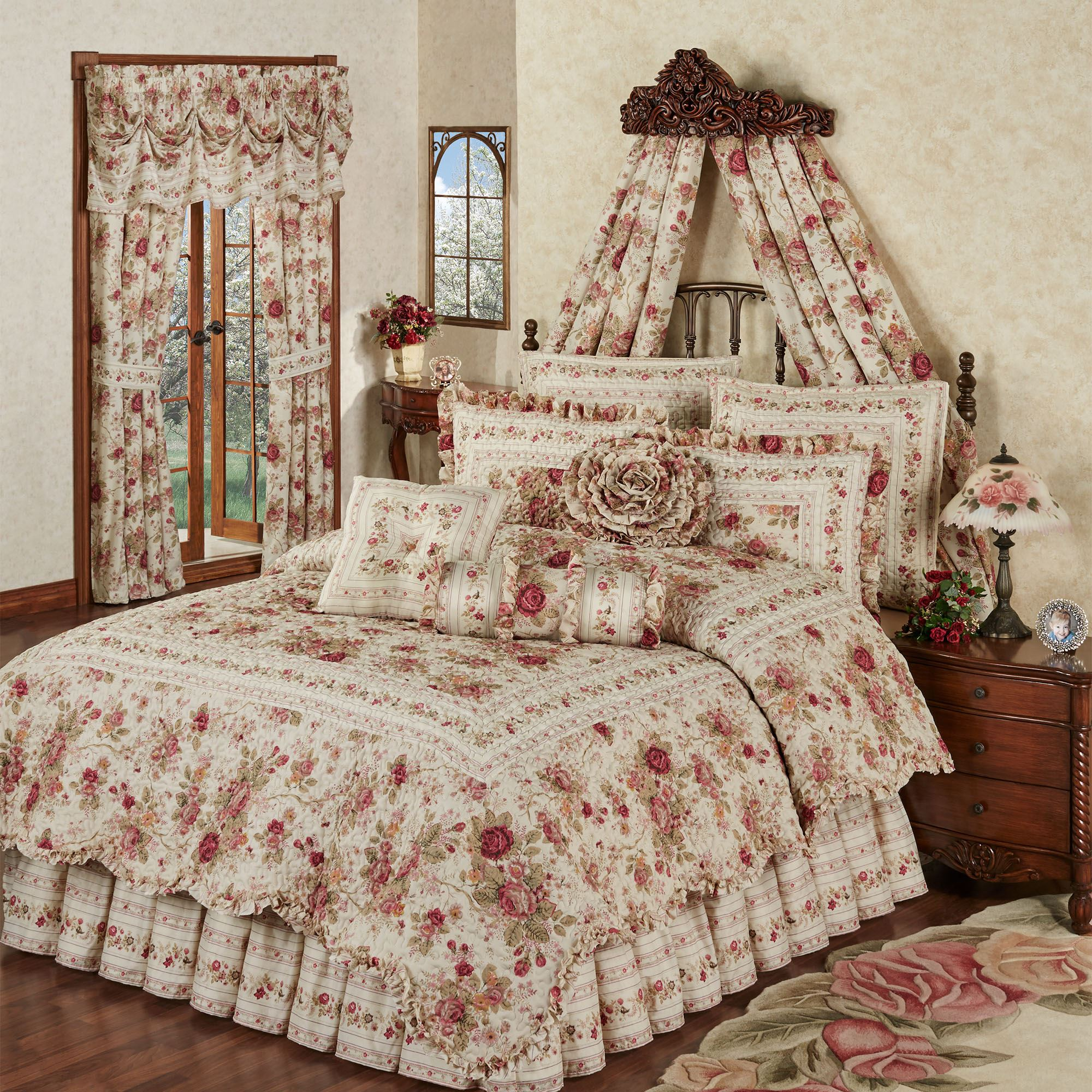 heirloom rose 4 pc floral quilt set. Black Bedroom Furniture Sets. Home Design Ideas