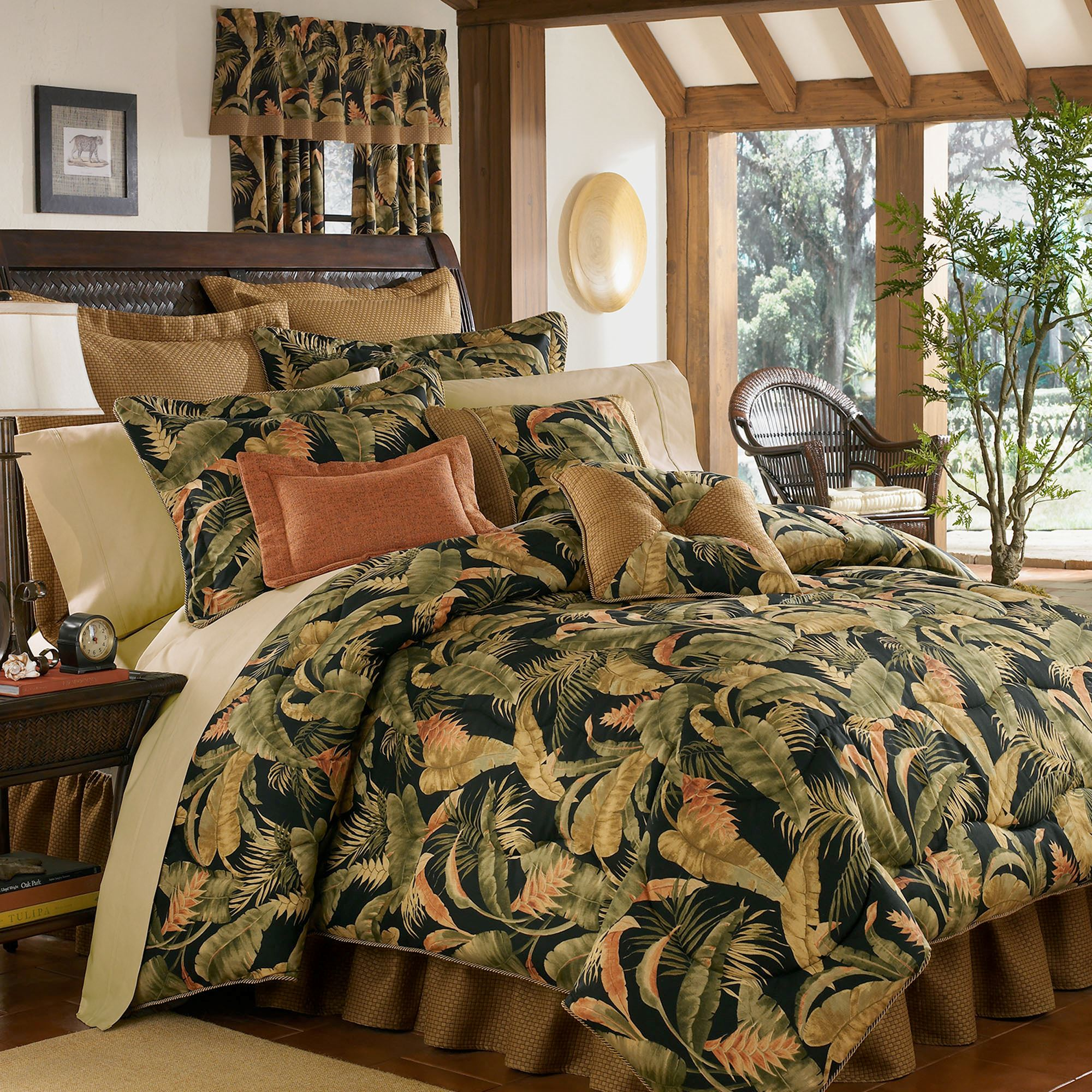 La Selva Black Tropical Comforter Bedding