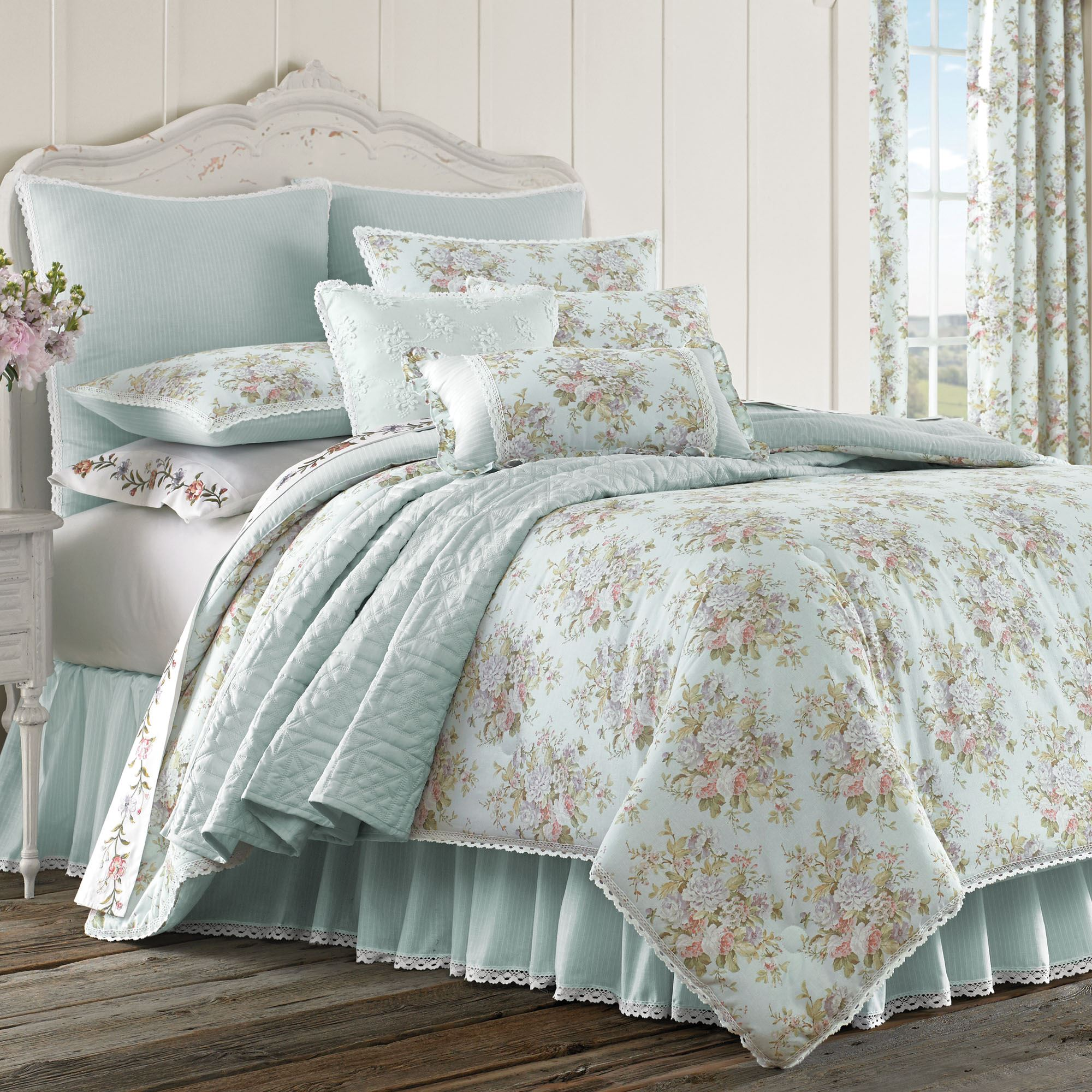 pretty lodge set and comforter ecrins blue white beautiful