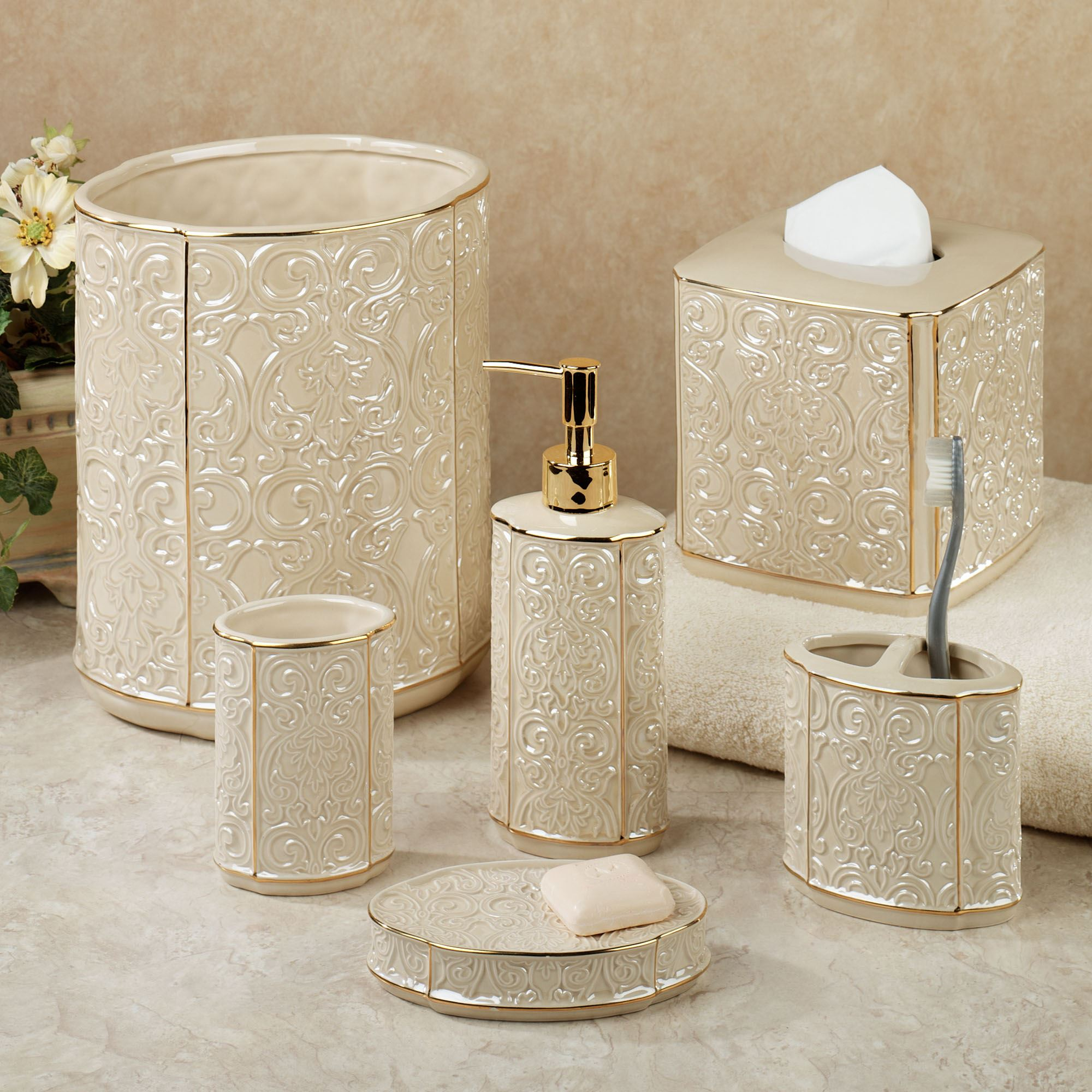 Furla cream damask ceramic bath accessories for Gold bathroom accessories sets