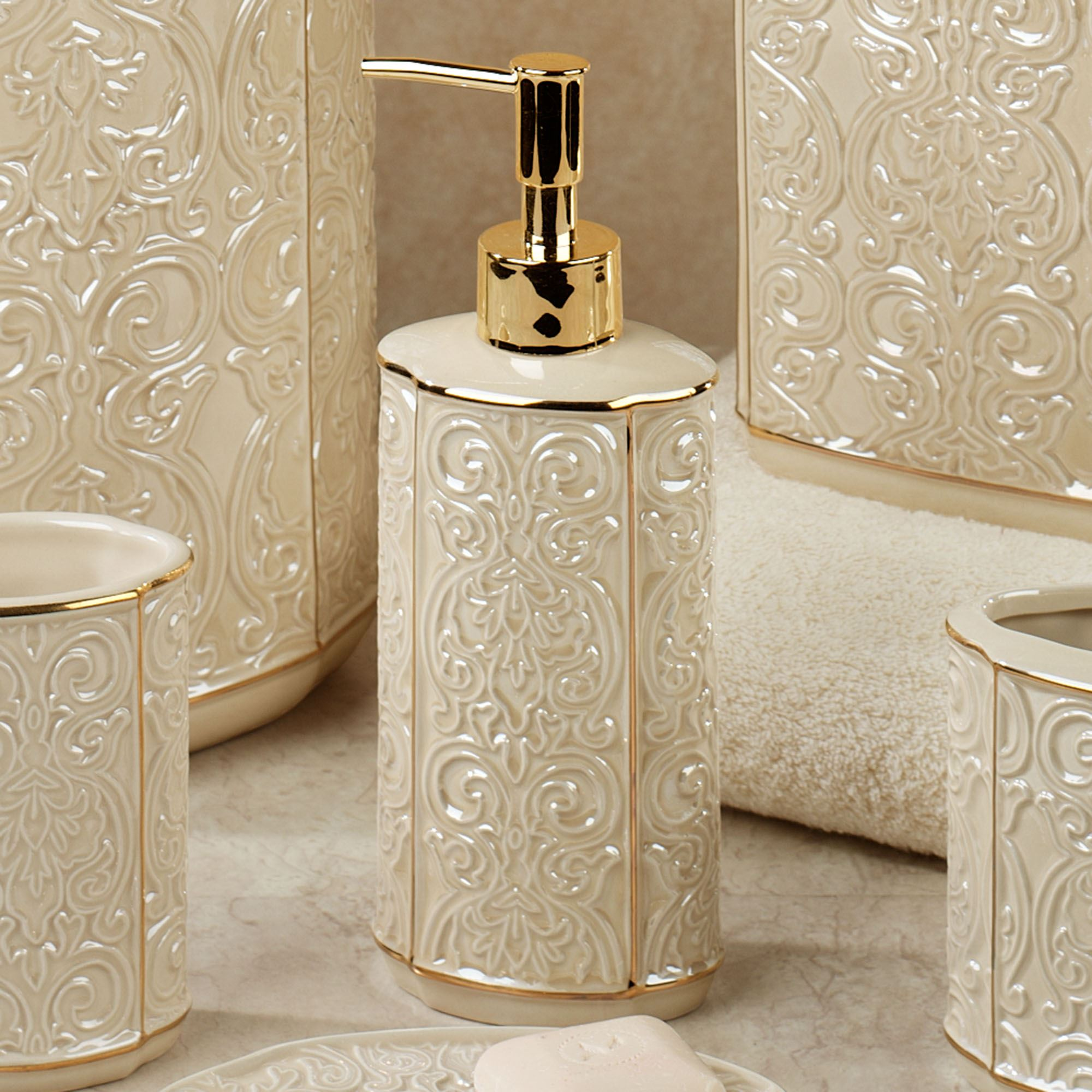 Furla cream damask ceramic bath accessories for Ceramic bath accessories