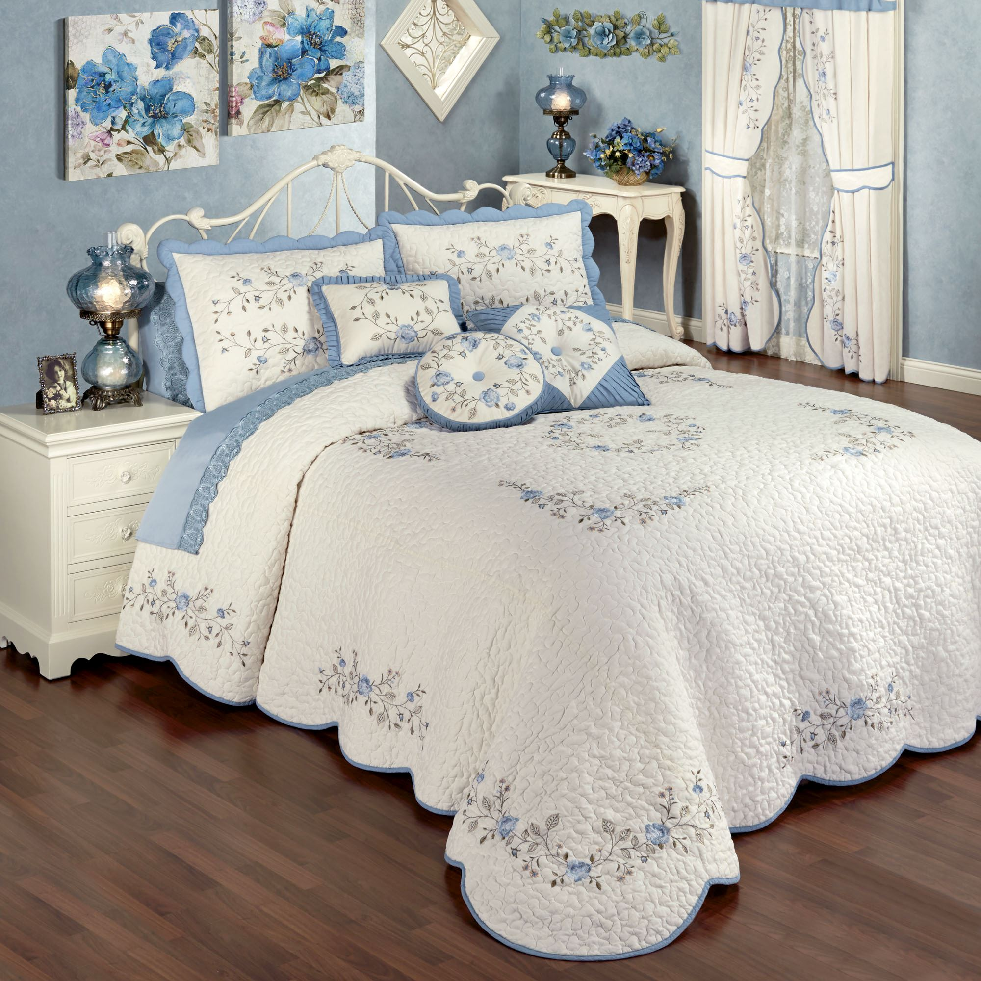 Antique Charm Floral Oversized Quilted Bedspread Bedding