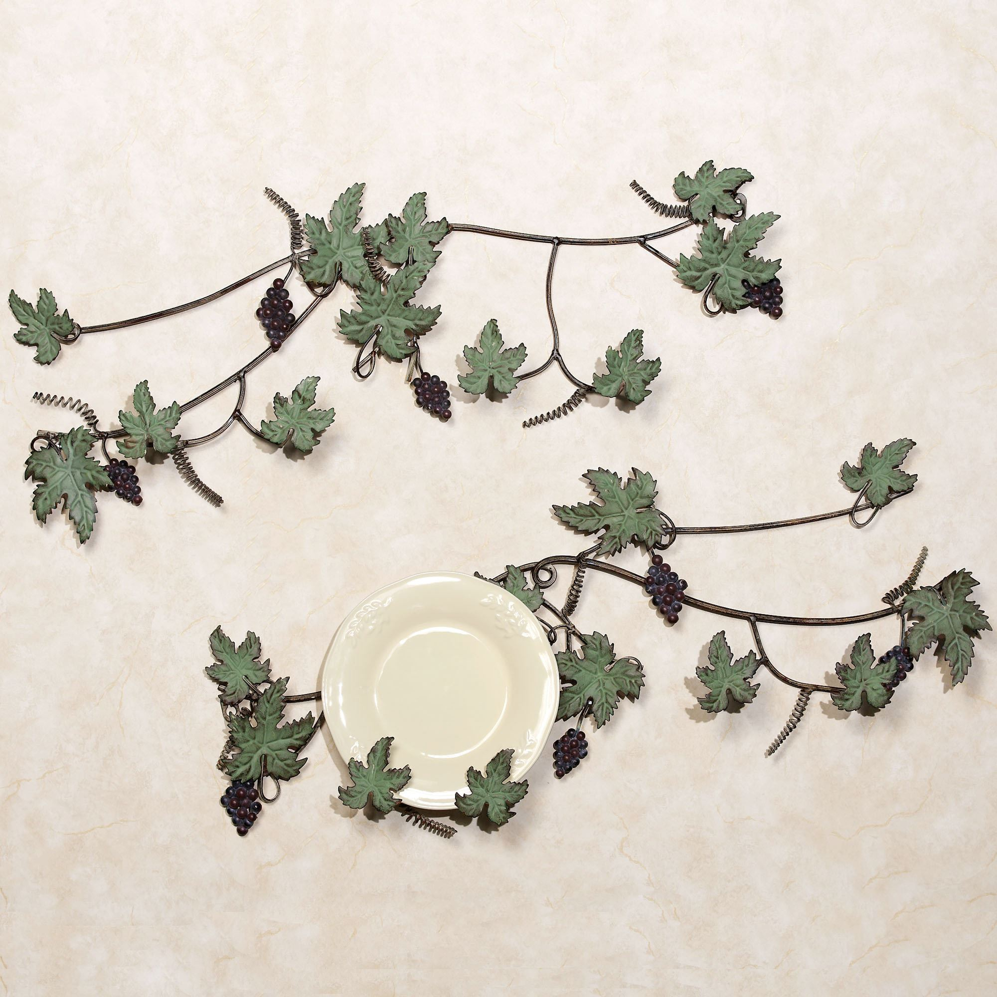 Vina Bella Plate Rack Set Set of Two & Vino Wine and Grapes Decorative Plate Set
