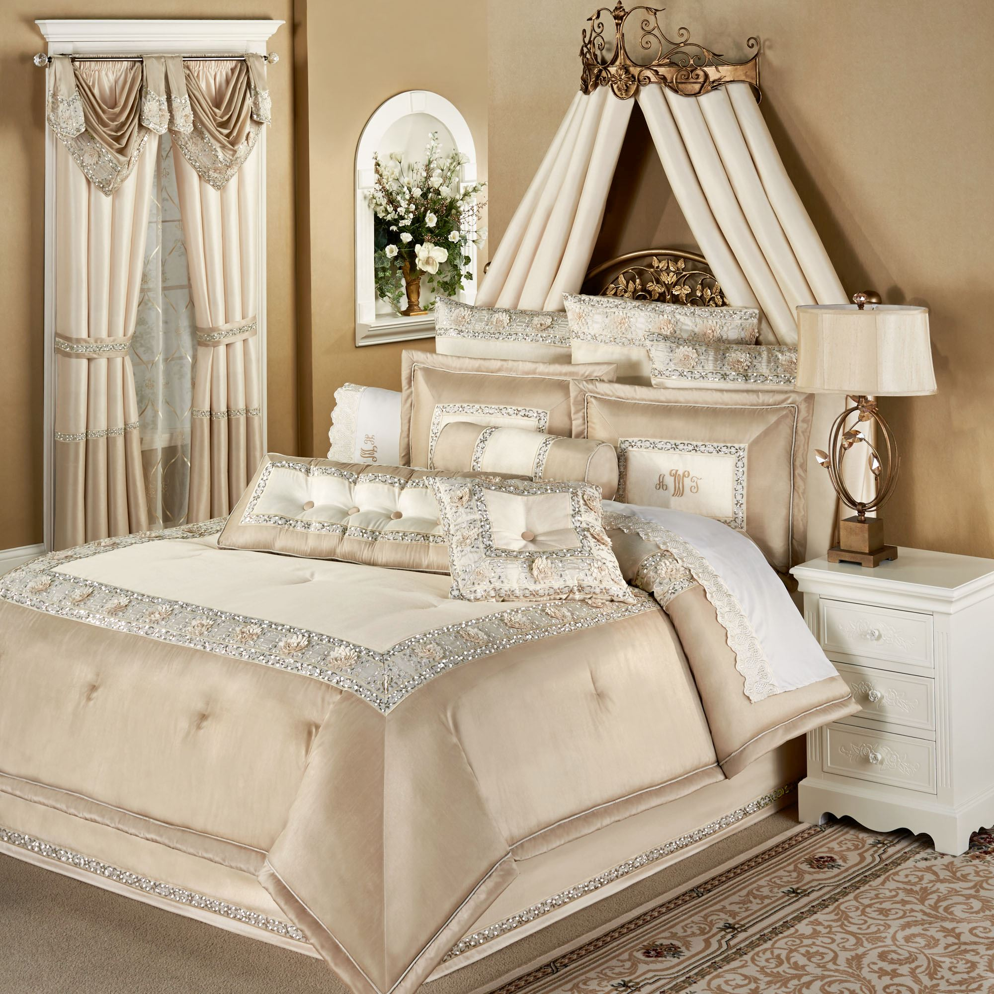 Elegante Faux Silk Luxury Comforter Bedding