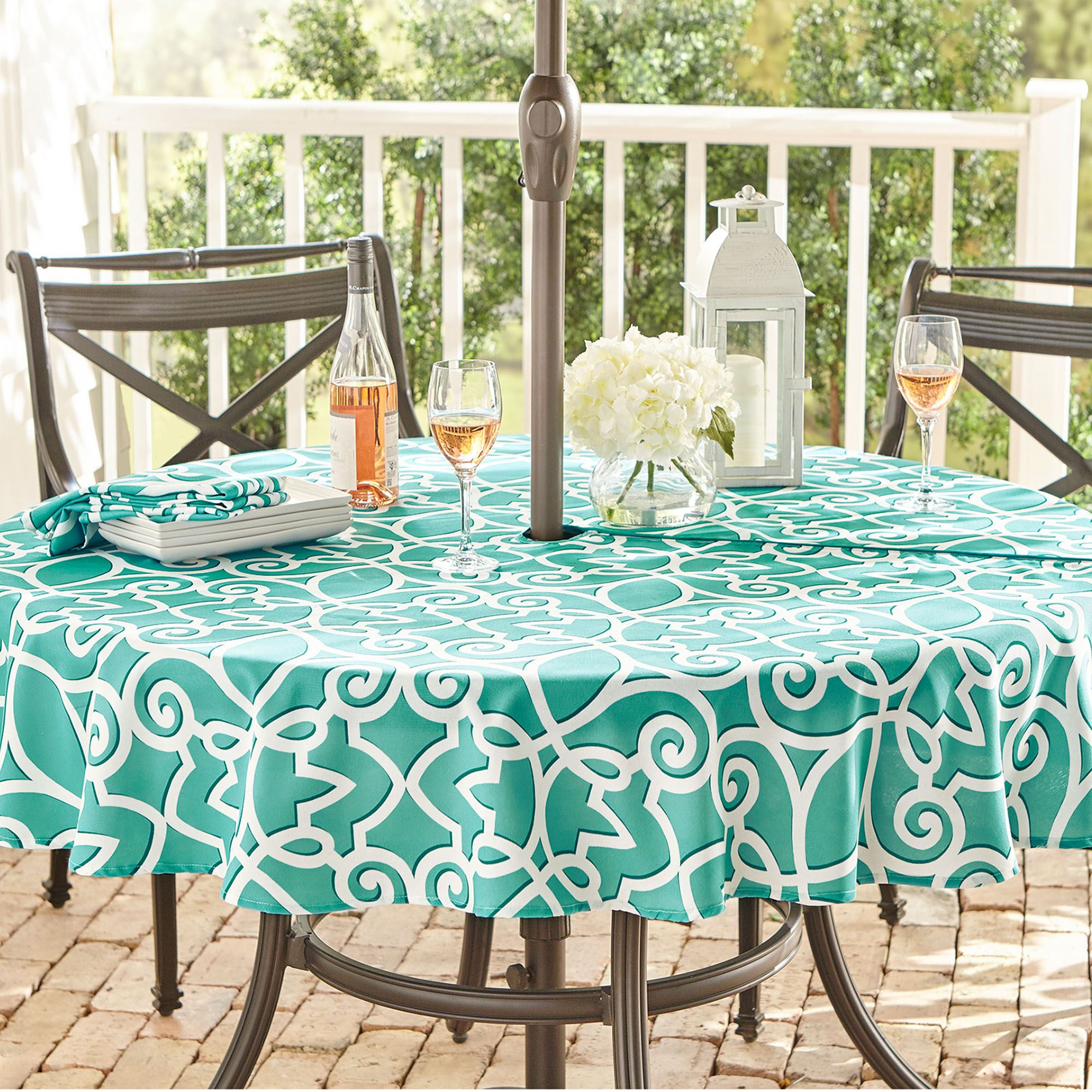 Outdoor Tablecloths With Umbrella