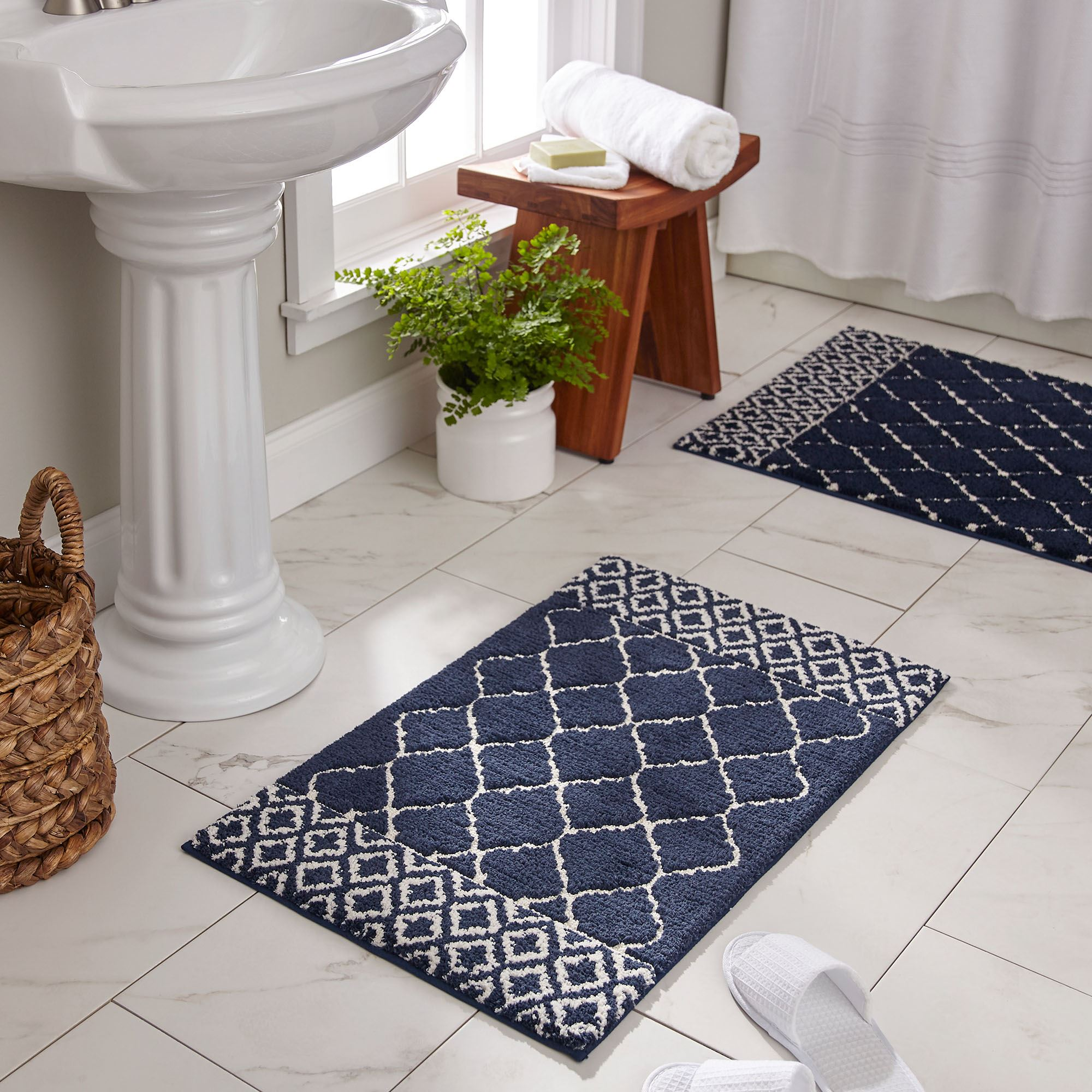 Fountainebleau Quatrefoil Nonskid Bath Rugs