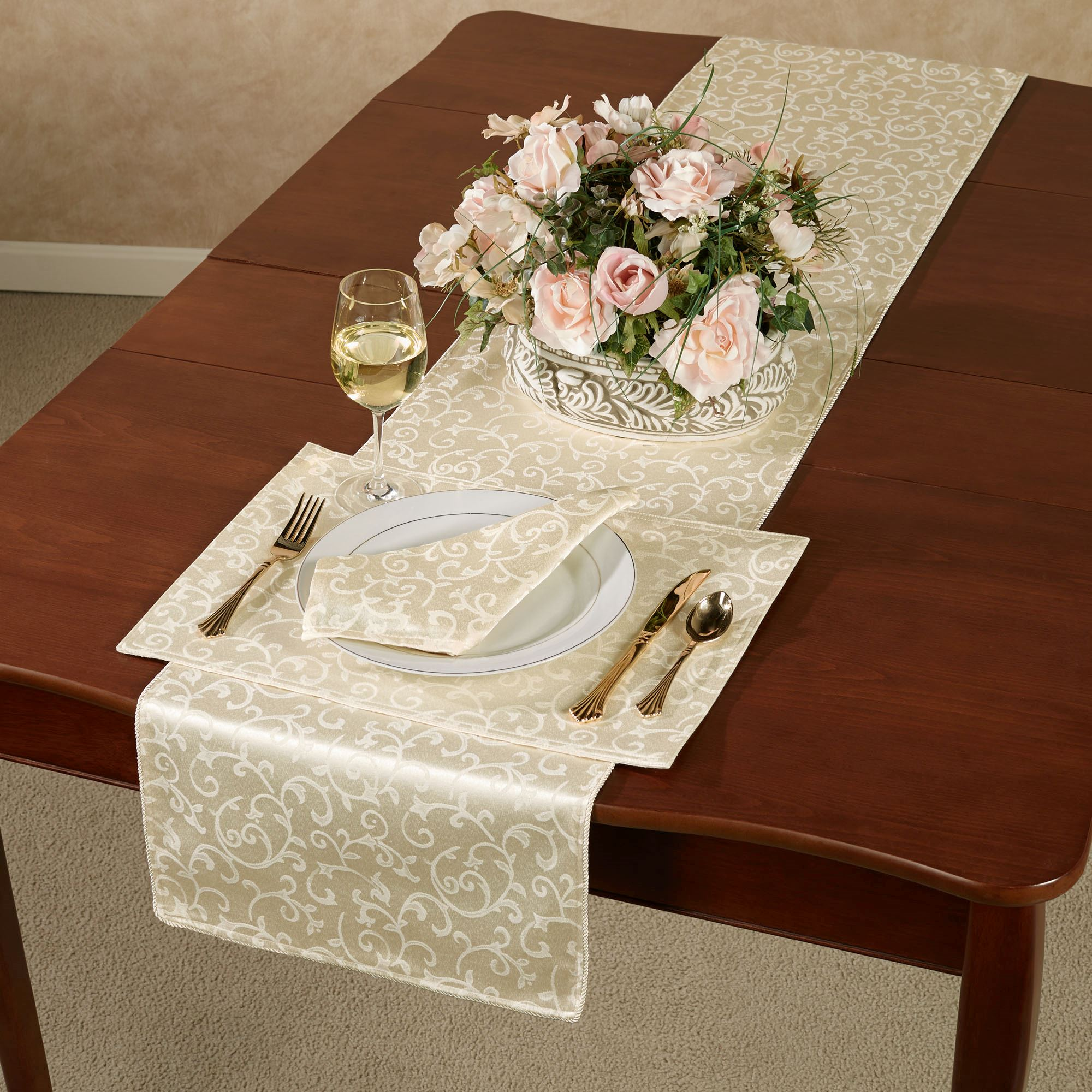 Lenox opal innocence acanthus table runner and linens opal innocence table runner reviewsmspy