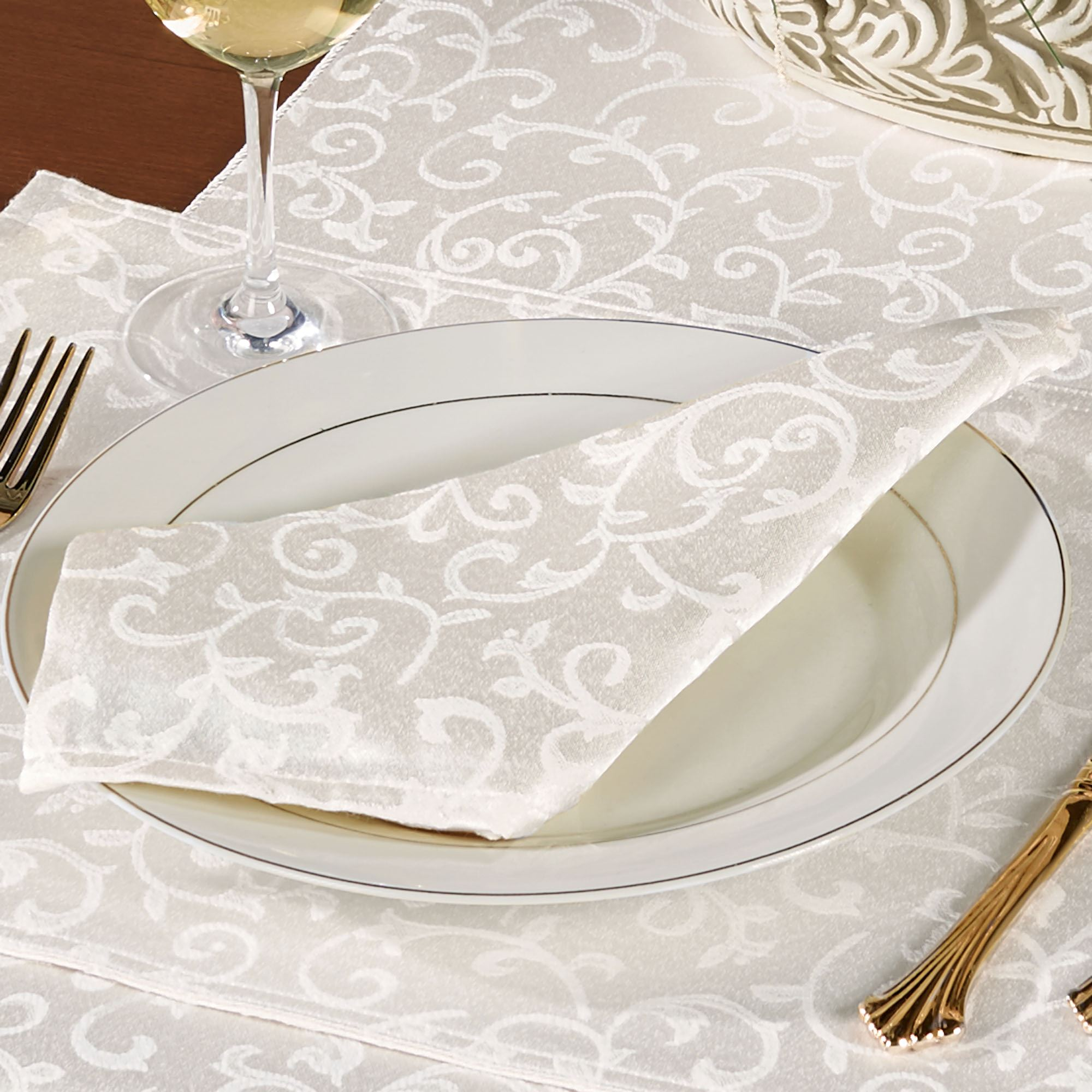 Opal Innocence Napkins Set of Four  sc 1 st  Touch of Class & Lenox Opal Innocence Acanthus Table Runner and Linens