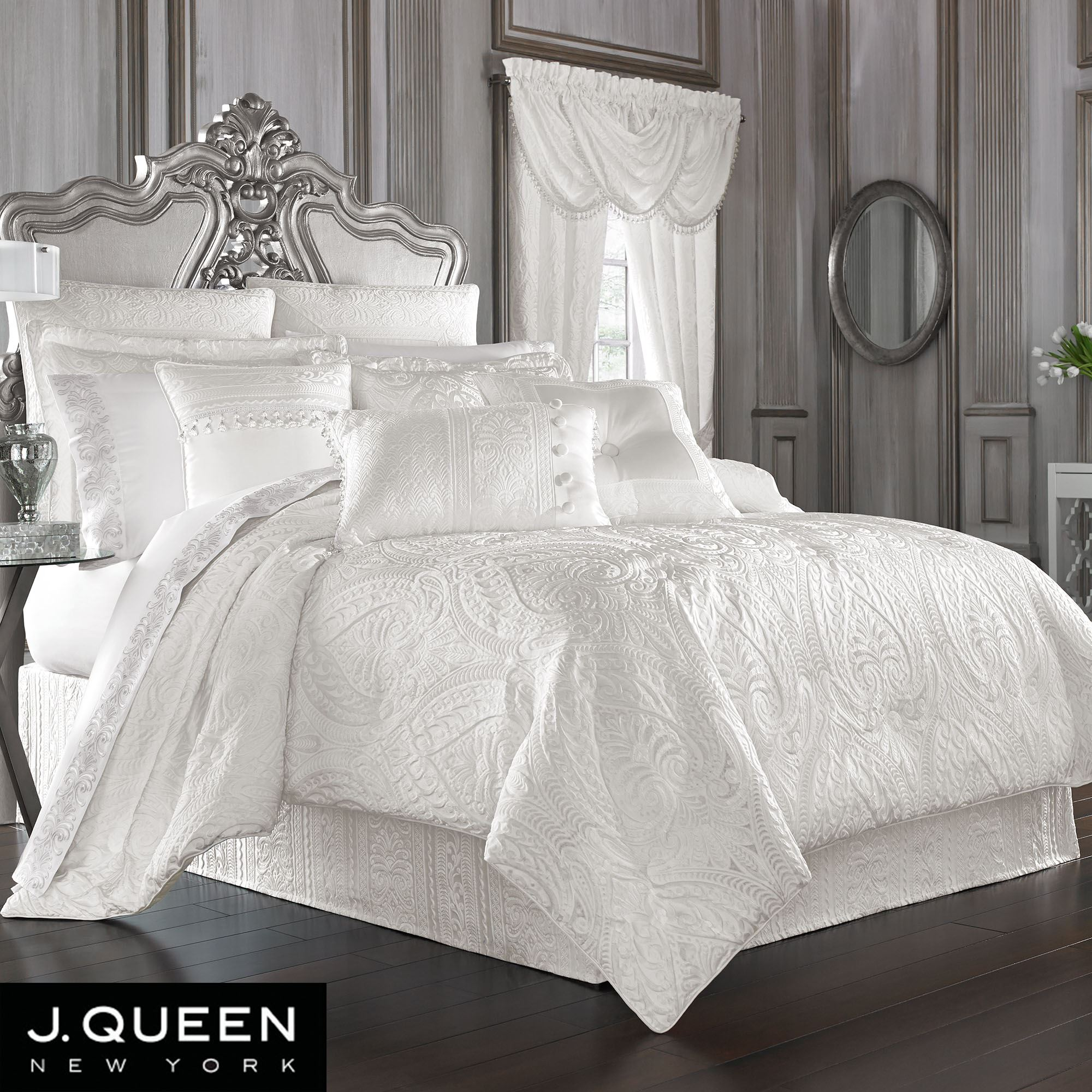 Picture of: J Queen White Bianco Comforter Set Bianco Is A Traditional And Sophisticated Woven Damask This Spec Luxury Comforter Sets Comforter Sets Bed Linens Luxury