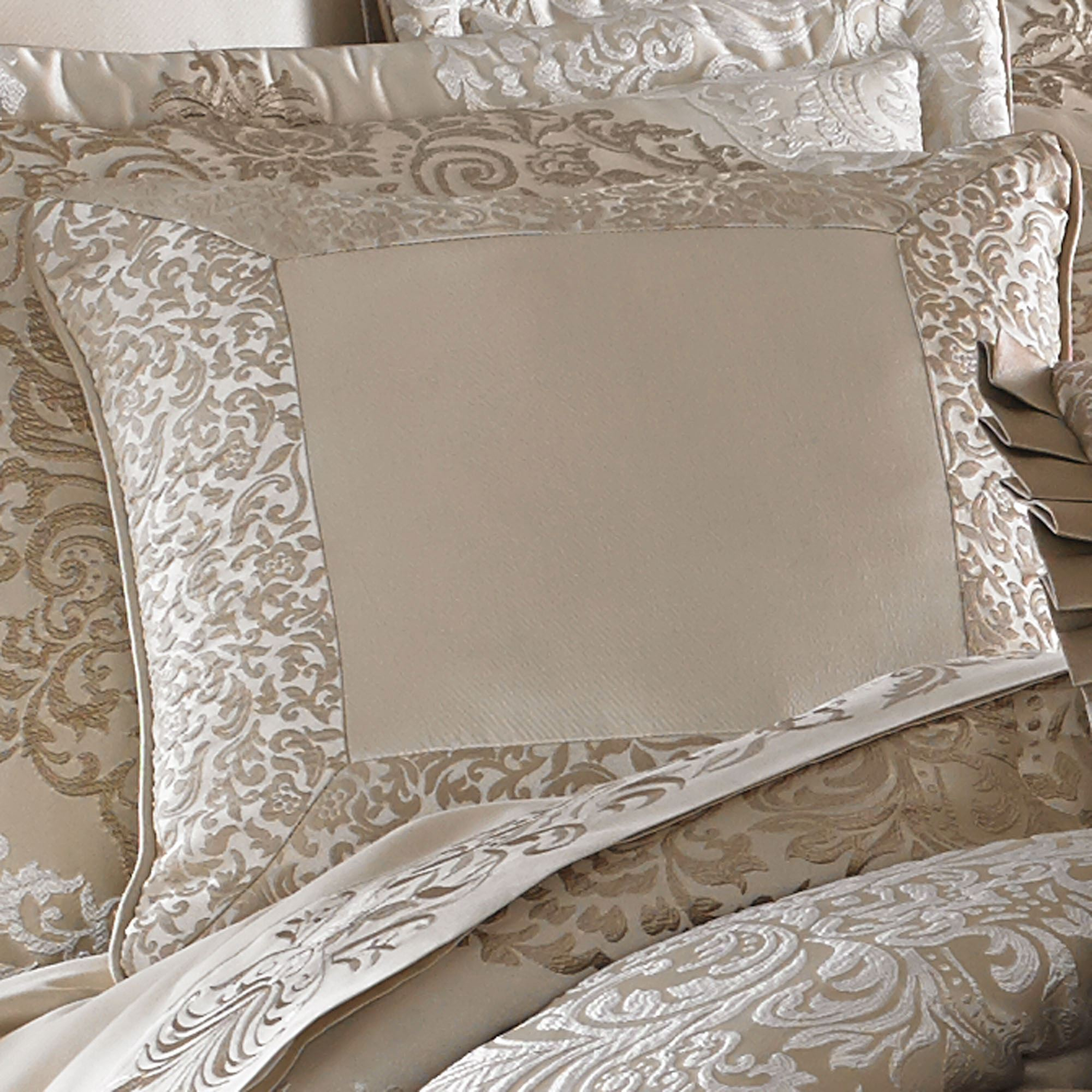 La Scala Fawn Medallion Comforter Bedding By J Queen New York