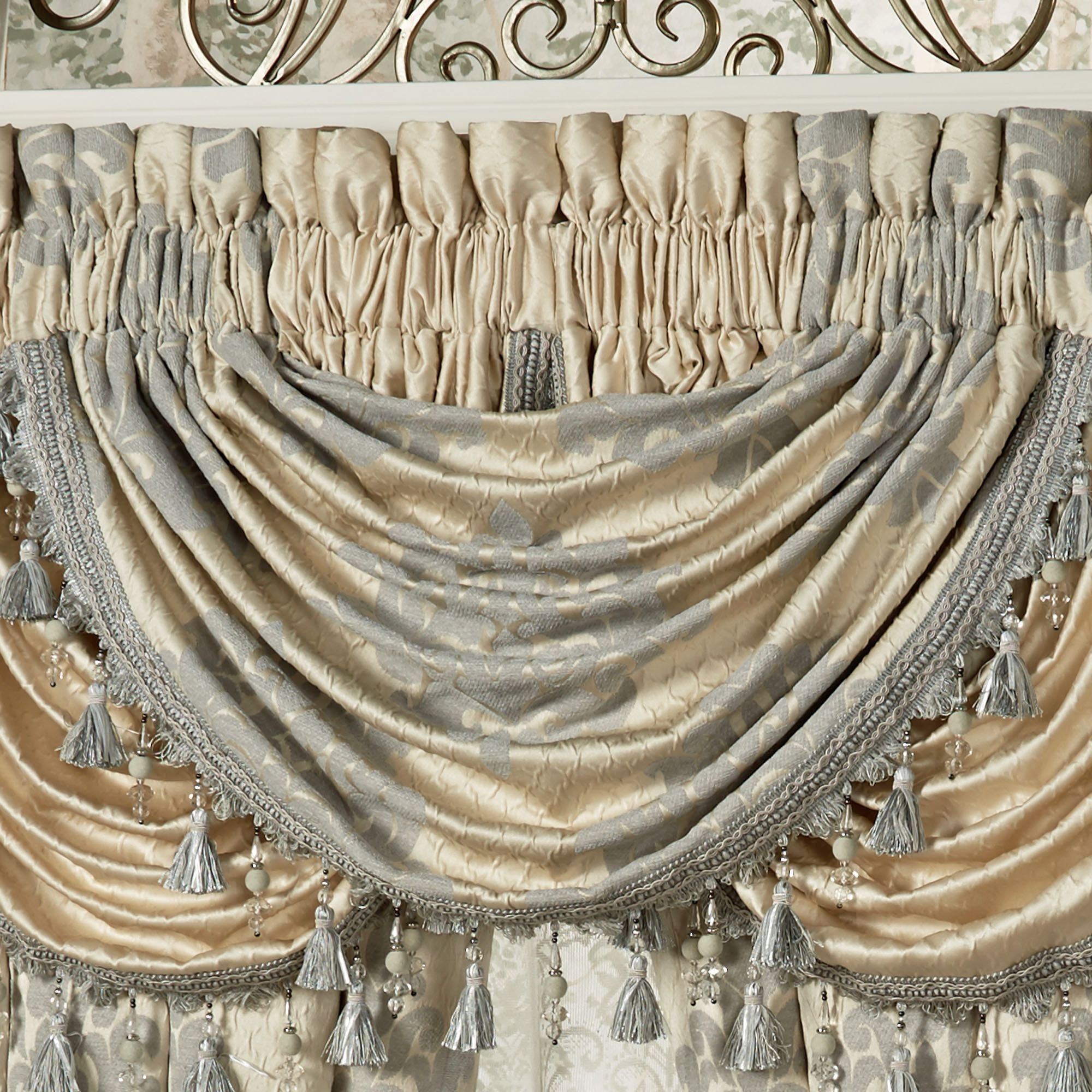 Windsor Fleur Medallion Comforter Bedding By J Queen New York