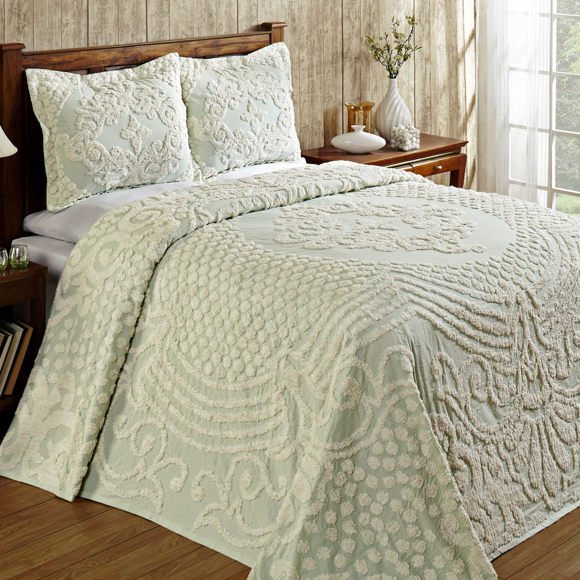 Florence Medallion Lightweight Chenille Bedspread
