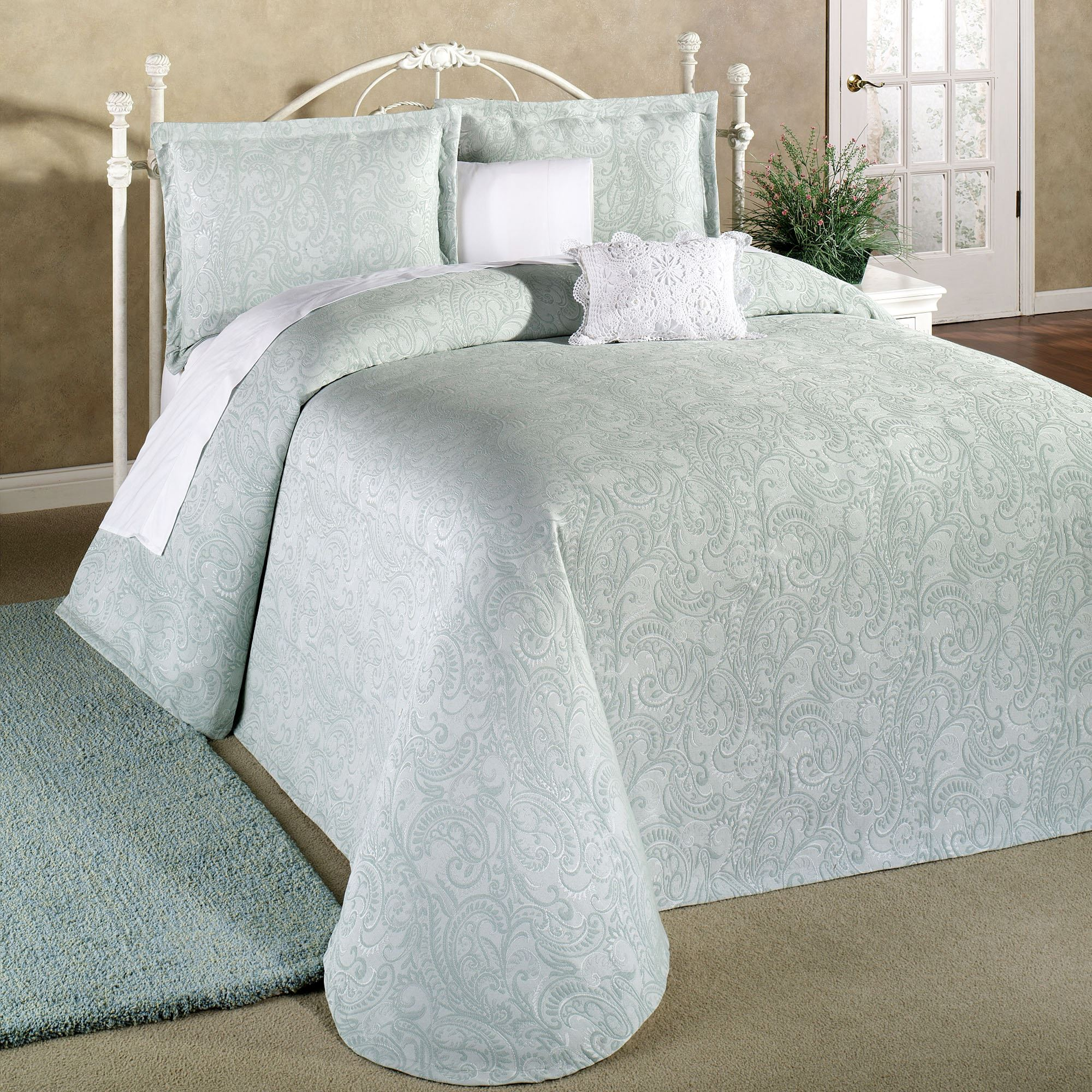 Amazing Provence Lightweight Matelasse Bedspread. Click To Expand