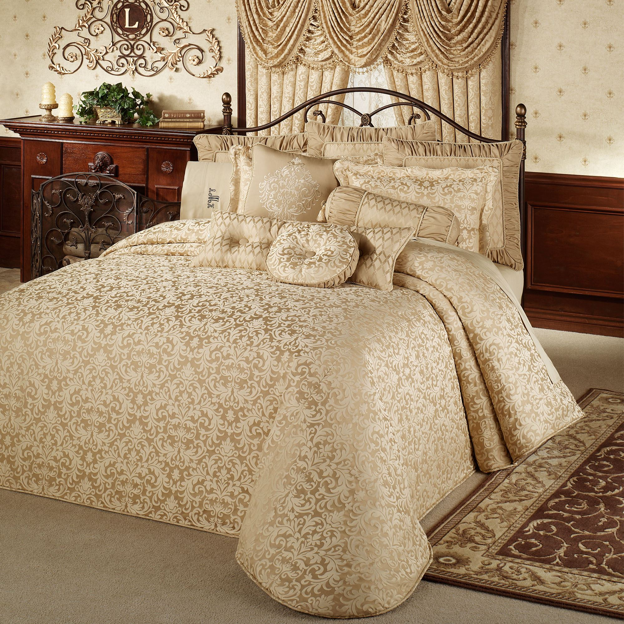 Garden Decor Newcastle: Newcastle Damask Grande Bedspread Bedding