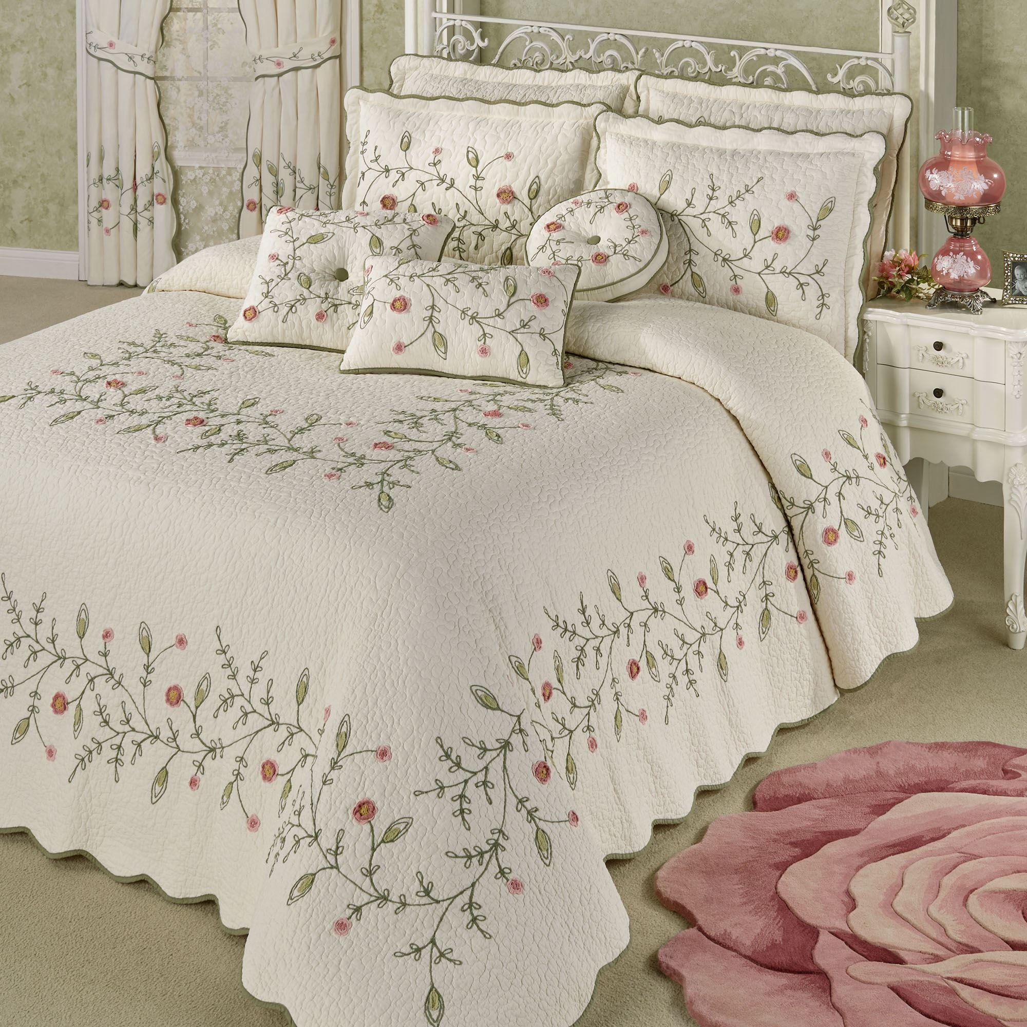 Pretty Posy Floral Oversized Quilted Bedspread