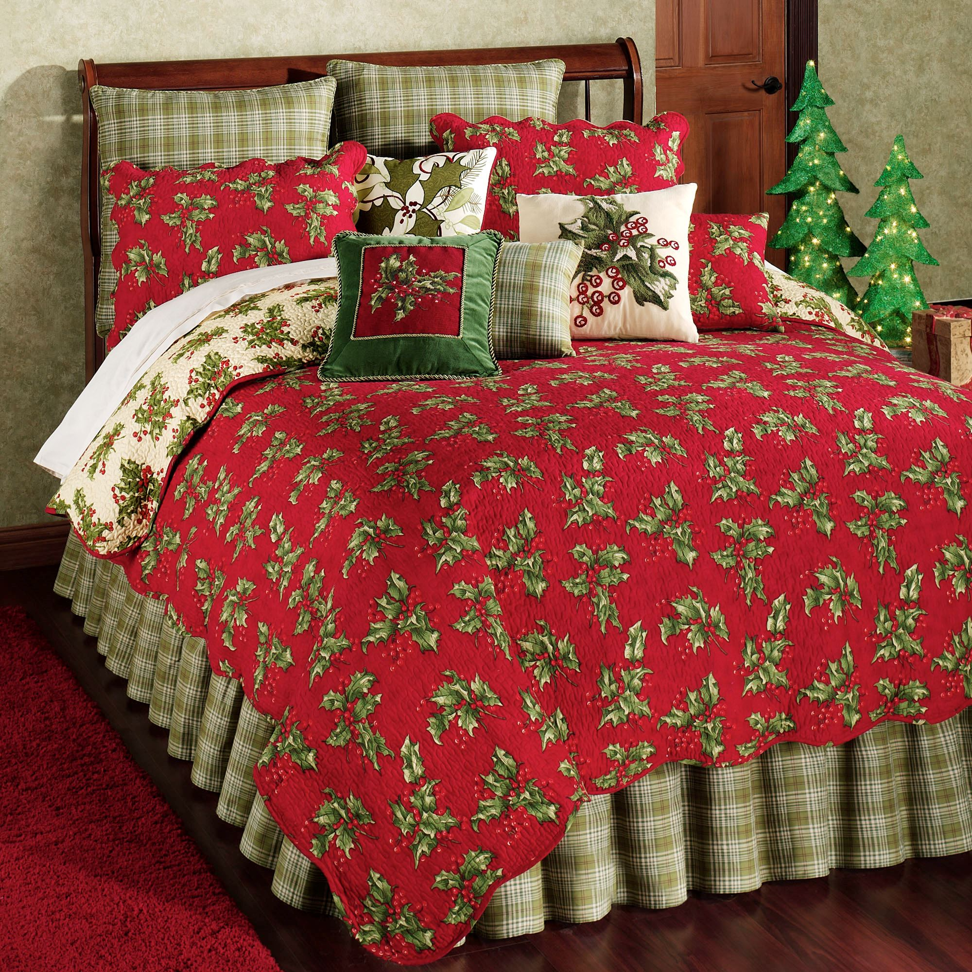 Holly Red Holiday Quilt Bedding : holiday bedding quilts - Adamdwight.com