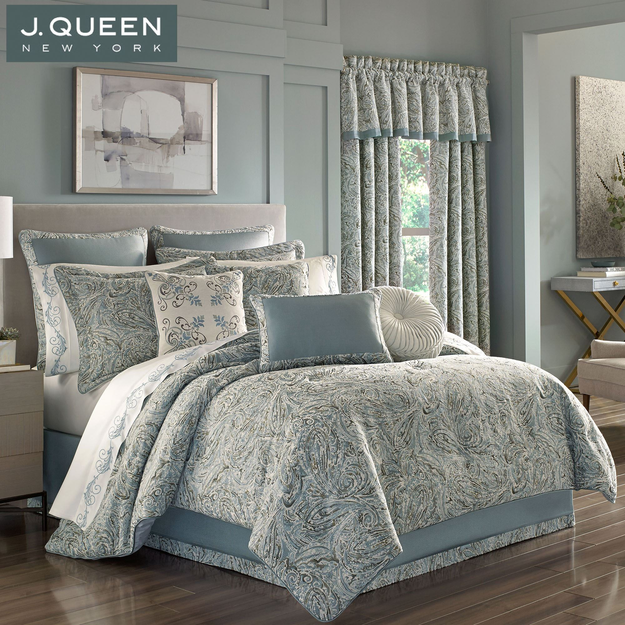 Giovanni Paisley Comforter Bedding By J Queen New York